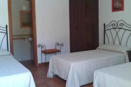 Triple Room, Sunny, Bathroom. - Garrovillas de Alconétar - Bed & Breakfast