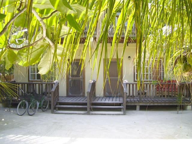 Peaceful Tropical Garden Apartment at Picololo - Caye Caulker - Apartment