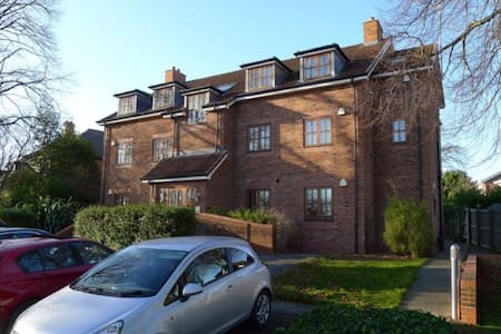 Exclusive gated apartment in Horbury