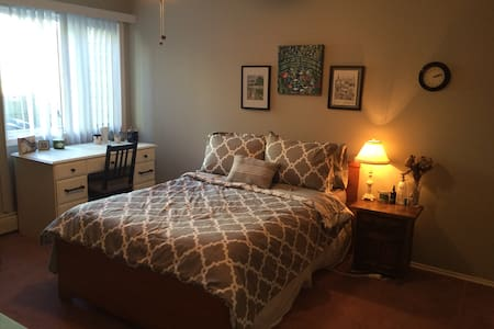 Sunny, Spacious 1-BR Close to Everything! - Calgary - Pis