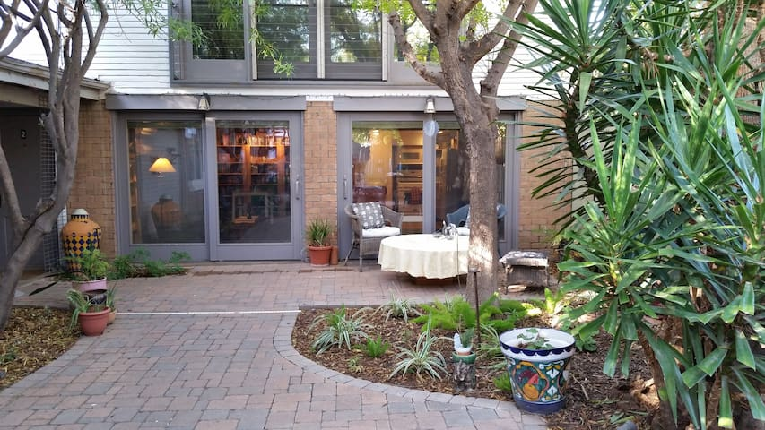 Charming Guest House-walk to ASU, Downtown Tempe - Темпе - Гостевой дом