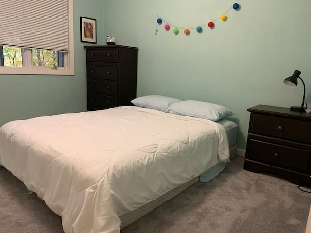 Quiet and safe home :Bedroom 1