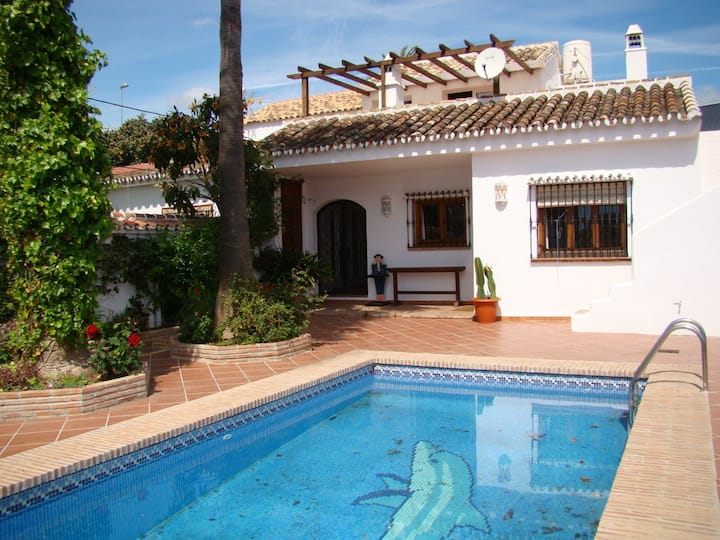 Holiday Villa with private pool - 4 Bedrooms