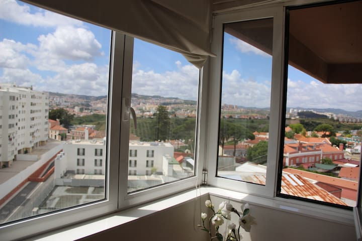 Single room in a big apartment in Lumiar - Lisboa - Apartment