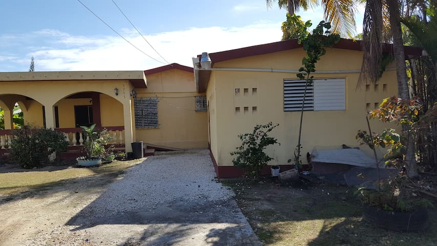 Private room with AC, wifi, bathroom Belize City - Belize City - Dům