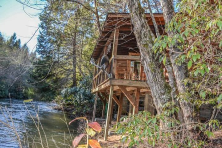Dog-friendly waterfront cabin with a firepit & porch swing!