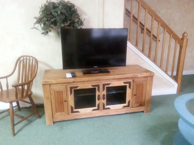 TV Ent Ctr- Comcast Cable & WiFi