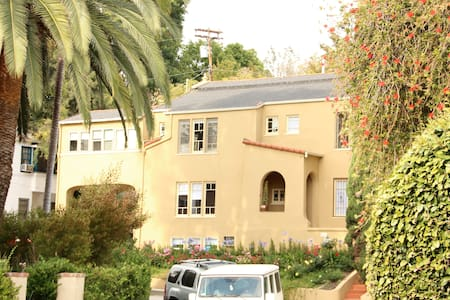 This charming, cozy, and private bachelor apartment in Beachwood Canyon is newly furnished and ready for your next visit.  Enjoy your privacy and get to explore Los Angeles from a charming and centrally located neighborhood.