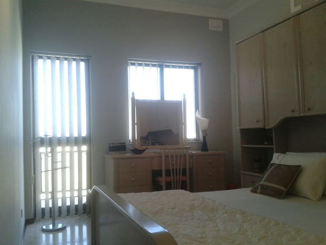 Double bedroom and private bathroom - Is-Swieqi - Flat