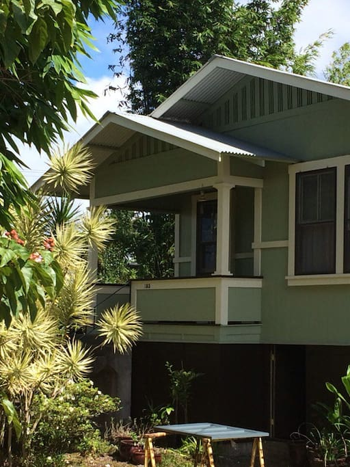 Plantation oasis close to downtown houses for rent in for Hawaii home building packages