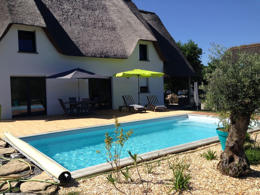 Chaumi re contemporaine avec piscine priv e houses for for Piscine guerande 44