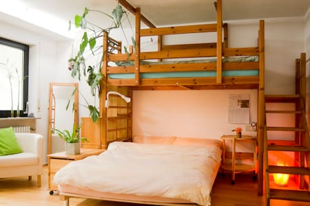 Quiet large room w/private bathroom, free parking - Stuttgart - Wohnung