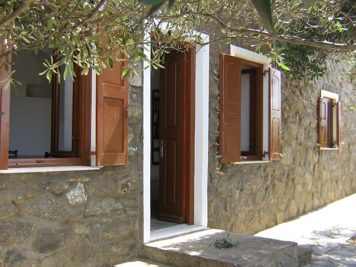 Apartment with garden & sea view near Mykonos Town