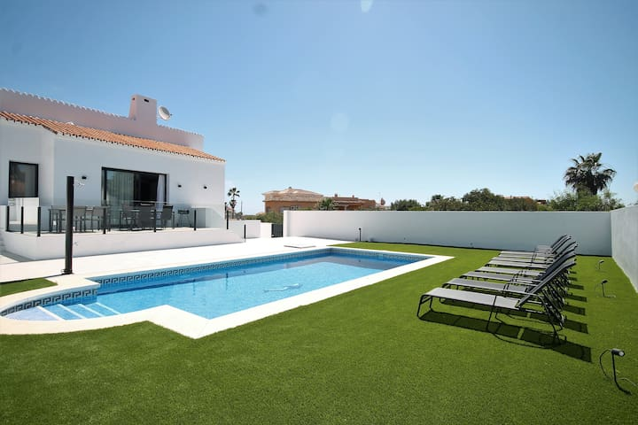 Amazing Villa in El Faro ! 400 m from the beach