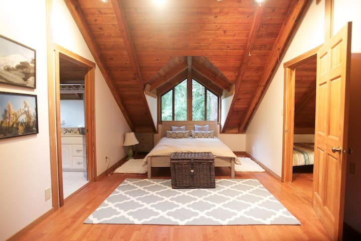 Charming Secret Garden Cottage - Bellevue - Cabane