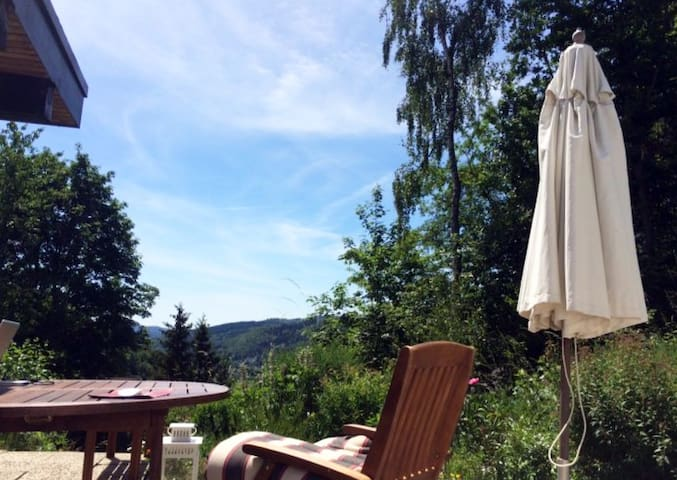 Ferienhaus mit Traumaussicht - Biedenkopf - Bungalou