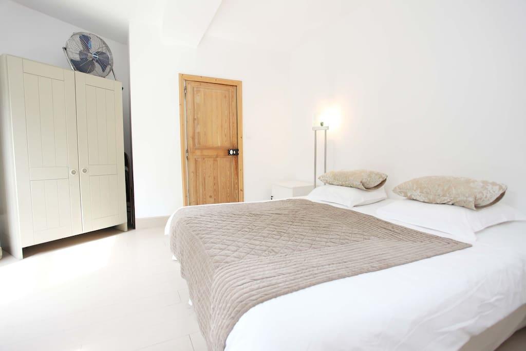 chambre d 39 h tes cannes centre chambres d 39 h tes louer cannes provence alpes c te d 39 azur. Black Bedroom Furniture Sets. Home Design Ideas