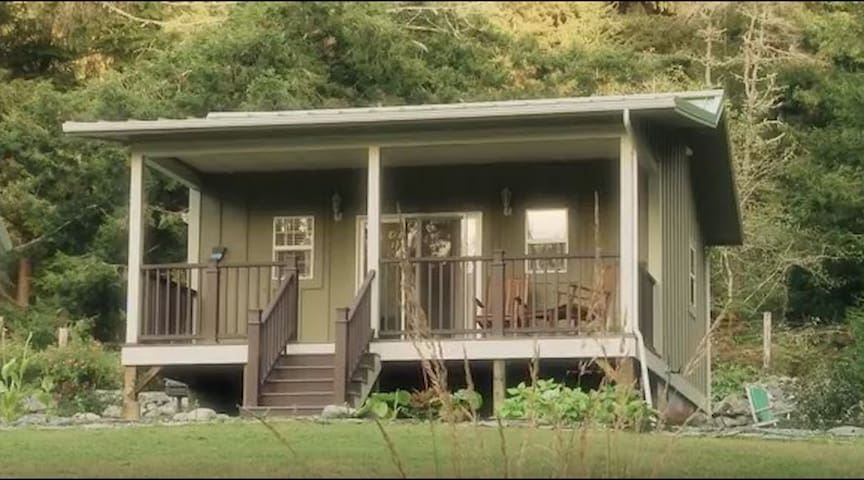 The River Otter Suite: Cottage In The CA Redwoods
