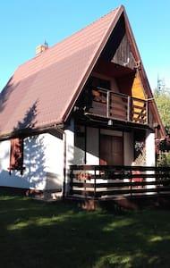 Domek murowany nad jeziorem Garczyn.