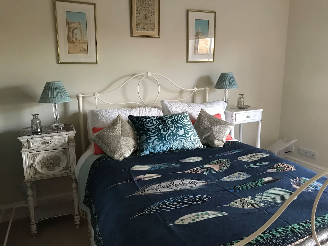 Beautiful river facing room with comfy double bed - all newly decorated