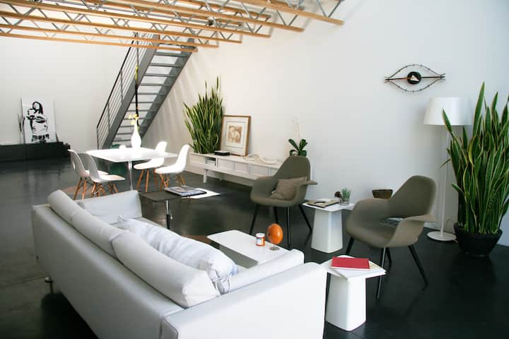 Designer loft w/private roof deck