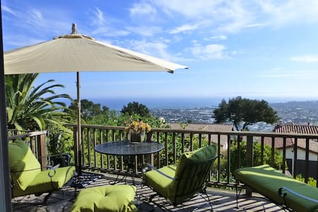 Gorgeous Riviera Studio with VIEWS - サンタバーバラ