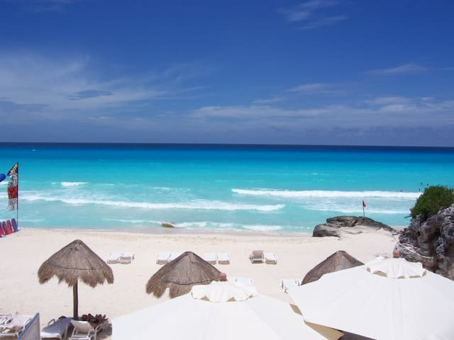 Cancun resort with a View on the White Beach