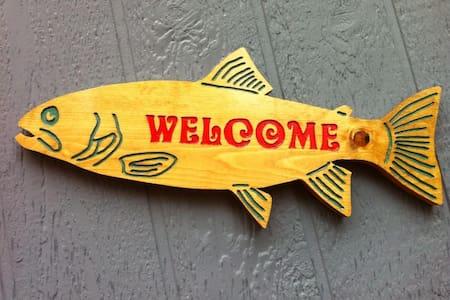 Fort Stevens Salmon Shanty - ハモンド