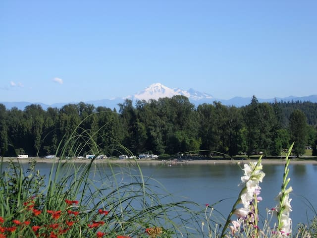 Fraser Riverview Holiday Apartment - Maple Ridge - Byt