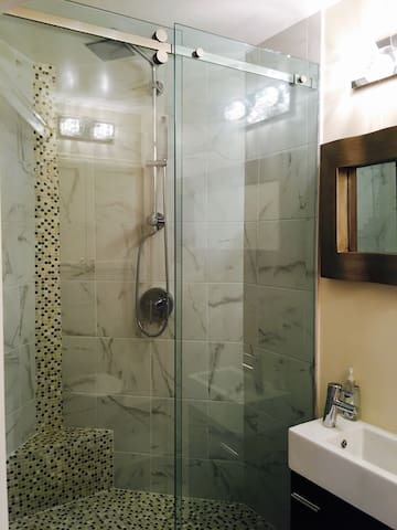 3rd bathroom (hall bath)