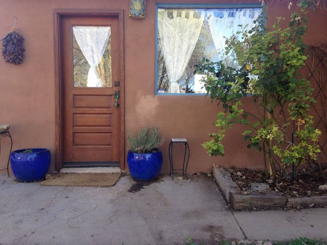 Corrales Casita with Private Garden