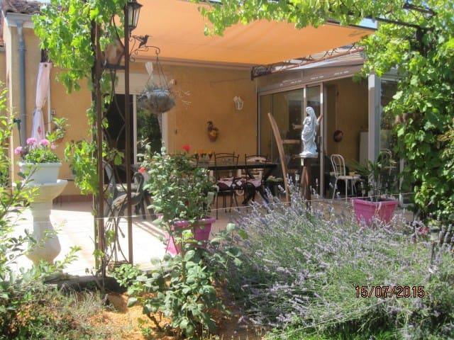 Studio tout confort  en rez de jardin. - Fontenilles