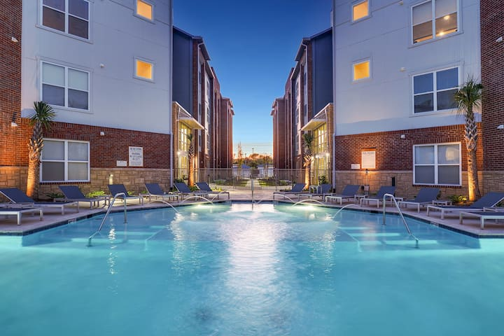 Upscale apartment 6 minutes from Tiger Stadium!