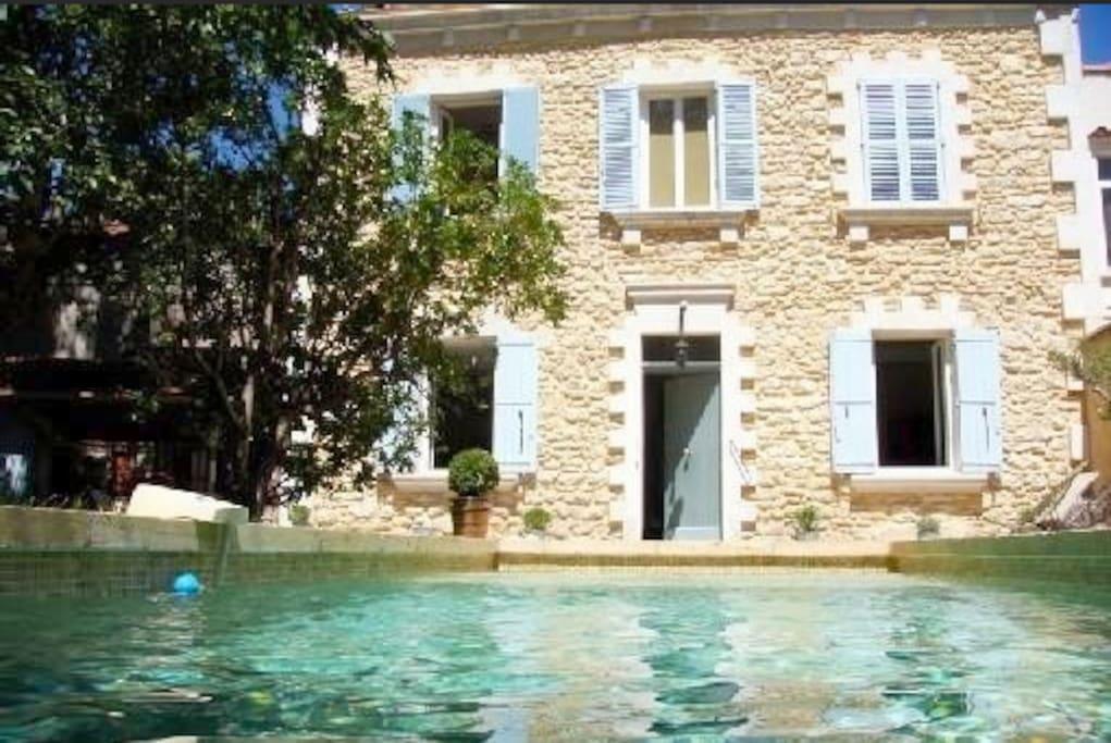 Belle maison jardin piscine avignon maisons louer for Linge de maison avignon