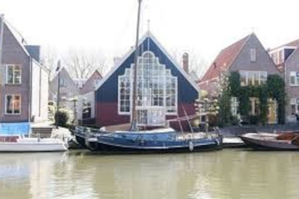 Front at the Nieuwe Haven, Edam