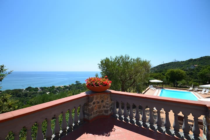 Modern beach villa with sea view. Daily cleaning. - Vibonati - Willa