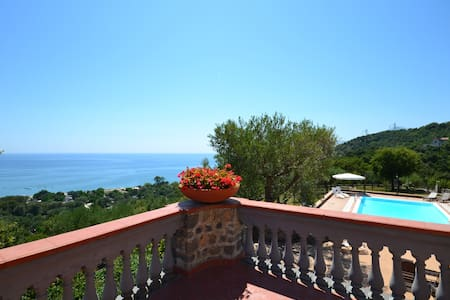 Private beach villa with sea view. Daily cleaning. - Vibonati