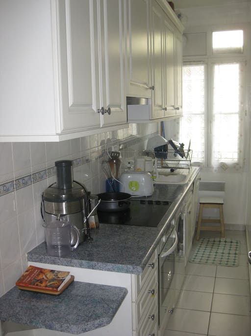 The thin but complete kitchen