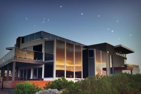 Starhaven Retreat, a Grand Design - Indented Head - Penzion (B&B)