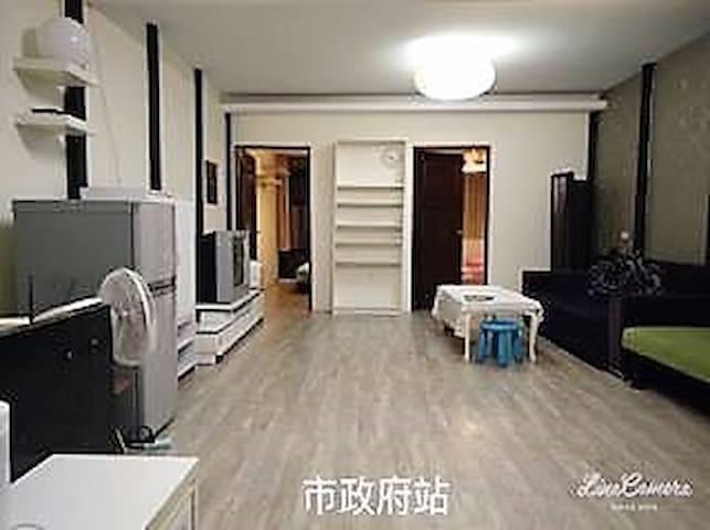 一整層獨立兩房/4張床/2張雙人床 1張單人床 1張沙發床/月租/家庭房OK