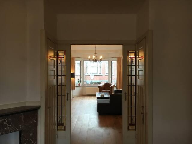 Historic spacious apartment near beach & centre