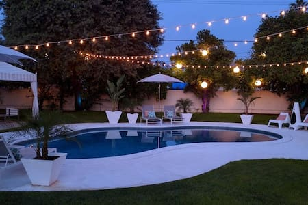 Luxury Private Queen Bed & Bath w/ Pool and Spa - Los Angeles - Haus
