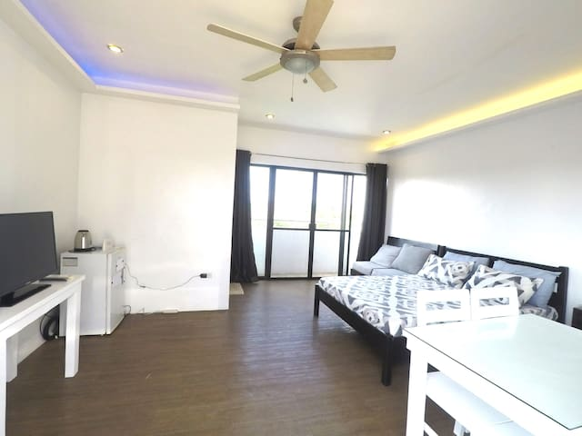 Paranaque Rooftop Unit near Azure and Airport