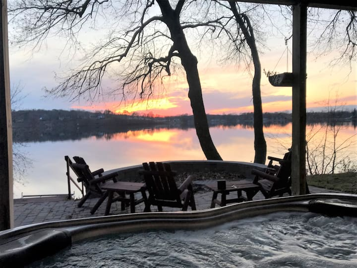 *Lake Home* on Lake Cowdry - Sleeps 16