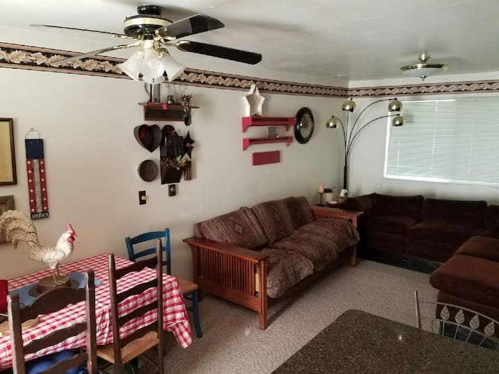 Charming Family/group-stay Condo