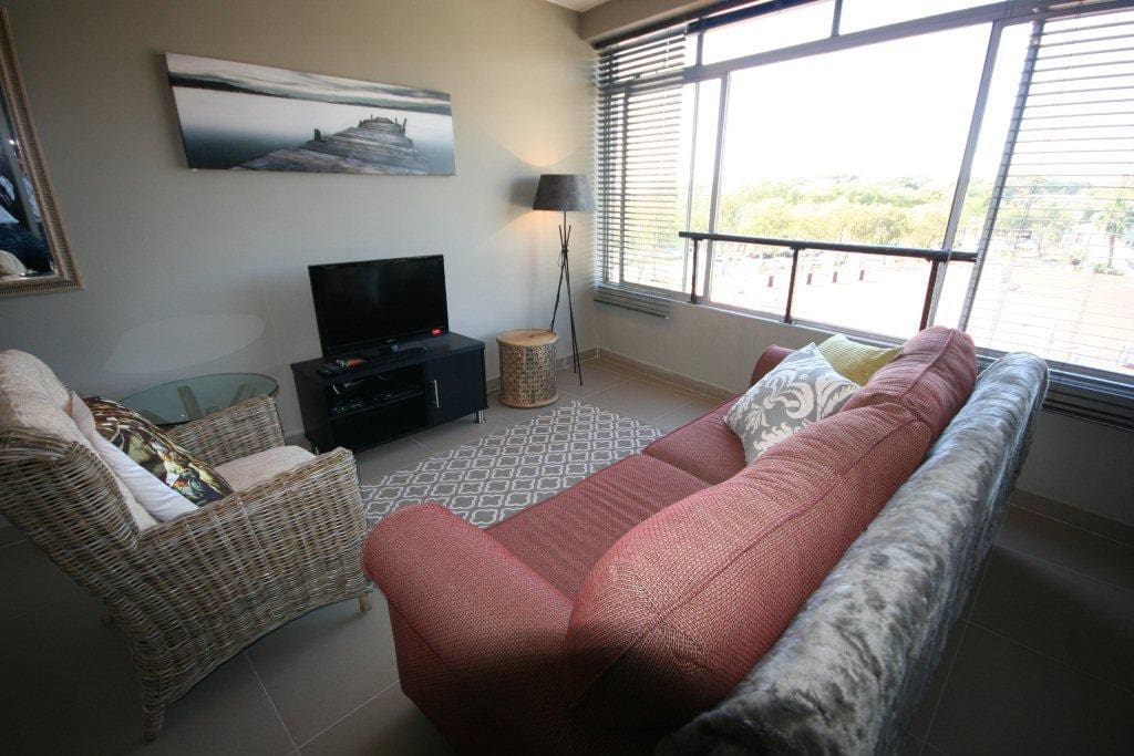 upmarket studio at green point flats for rent in cape town western cape south africa. Black Bedroom Furniture Sets. Home Design Ideas