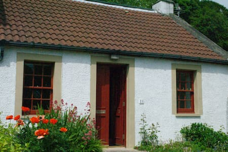 Traditional Fife Coast Cottage - Valleyfield - Talo