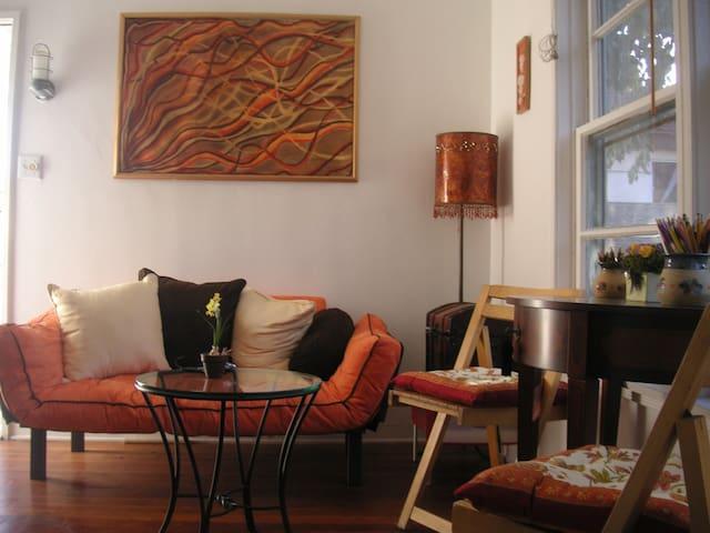 Charming Apartment in Santa Monica