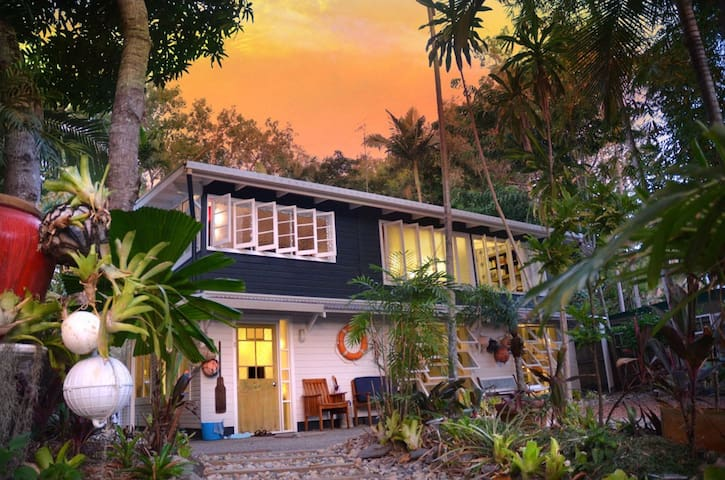 The Artists' Beach House - Port Douglas - Casa