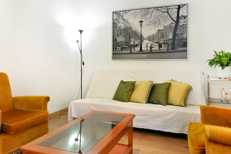 Discreet and lovely apartment - Barcelona